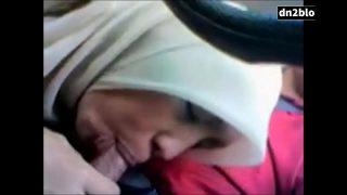gadis melayu tudung main dalam kereta